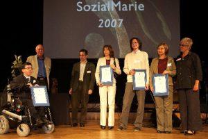 Am 1. Mai 2007 erhält BIZEPS für seinen Nachrichtendienst BIZEPS-INFO einen SozialMarie-Preis 2007 für innovative und kreative Projekte. Martin Ladstätter übernimmt den Preis.