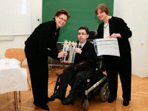 Am 29. November 2008 wurde an BIZEPS für das Engagement im Bereich Selbstbestimmung behinderter Menschen, und für die Internetseite BIZEPS-INFO der Elisabeth Wundsam-Hartig Preis von Staatssekretärin Christine Marek verliehen