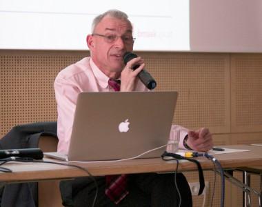 Dr. Hansjörg Hofer beim BIZEPS-Kongress 2013