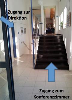 Stufen zum Konferenzzimmer im Gymnasium Knittelfeld