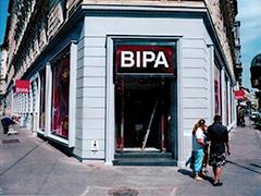 BIPA-Filiale mit 2 Stufen beim Eingang