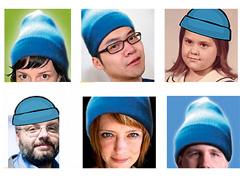 Personen mit blauen Mützen