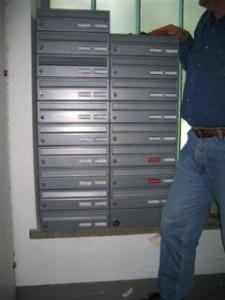 Briefkasten in Gebäude von Wiener Wohnen