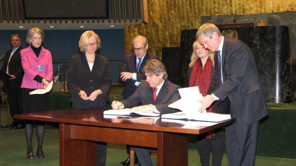 Sozialminister Buchinger unterschreibt UN-Konvention
