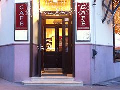 Eingang Cafe Museum, 2 Stufen