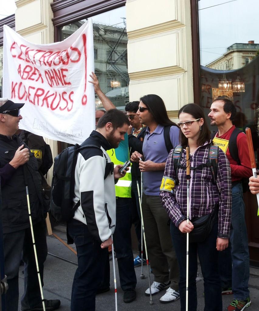 Demo: Elektro-Bus, aber ohne Kühler-Kuss!