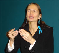 Helene Jarmer mit türkiser Ribbon