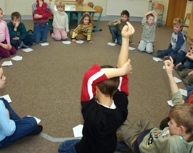 Kindergartengruppe im Kreis