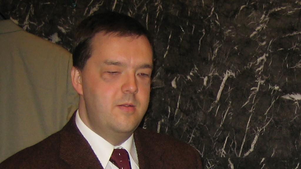 Michael Krispl bedient Telefon