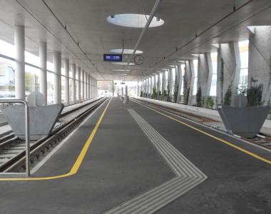 Leitliniensystem auf Bahnhof