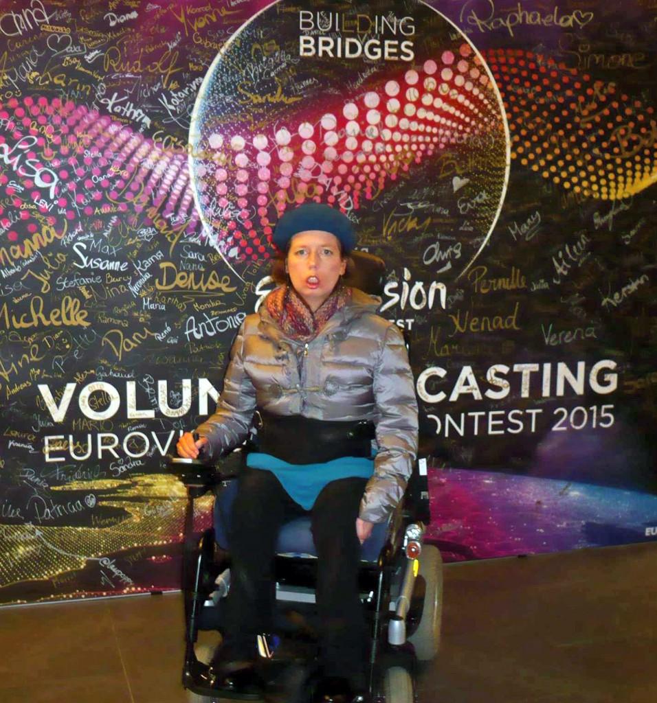 Karin Ofenbeck als freiwillige Helferin beim Eurovision Song Contest