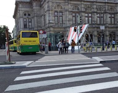Fußgängerübergang bei der Oper