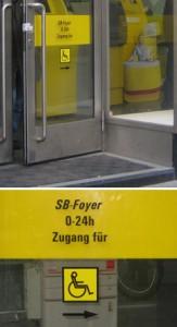 Post Schild zum barrierefreien Eingang