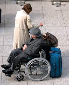Reisende im Rollstuhl
