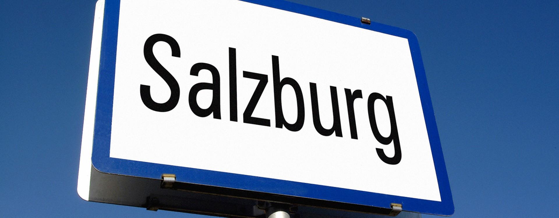 Tafel mit dem Aufdruck Salzburg