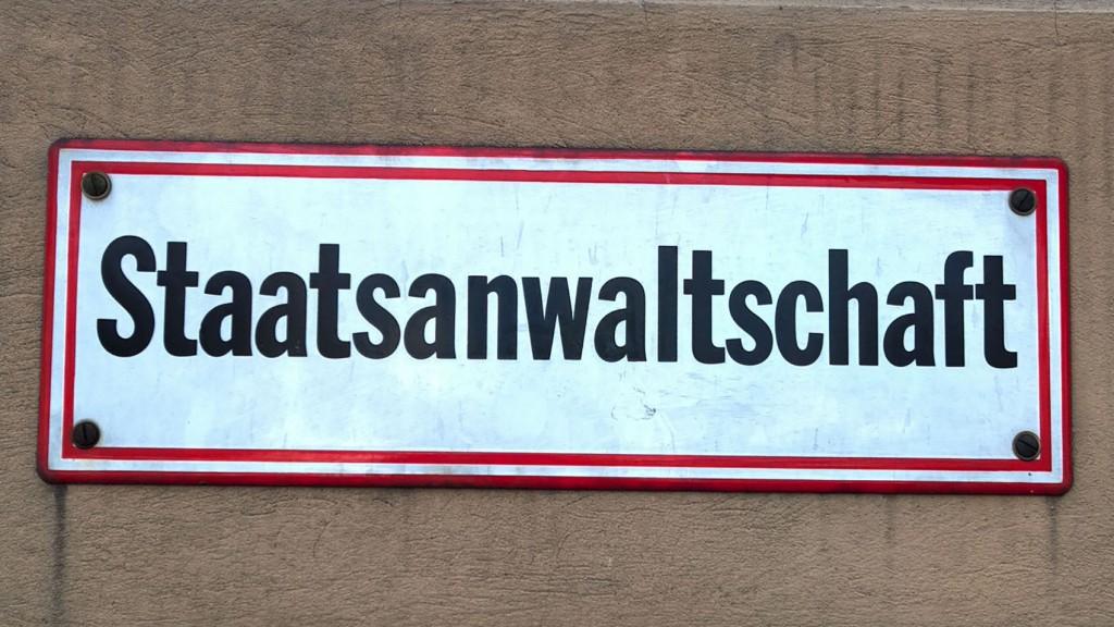 Schild mit der Aufschrift: Staatsanwaltschaft