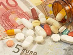 Geldscheine und Tabletten