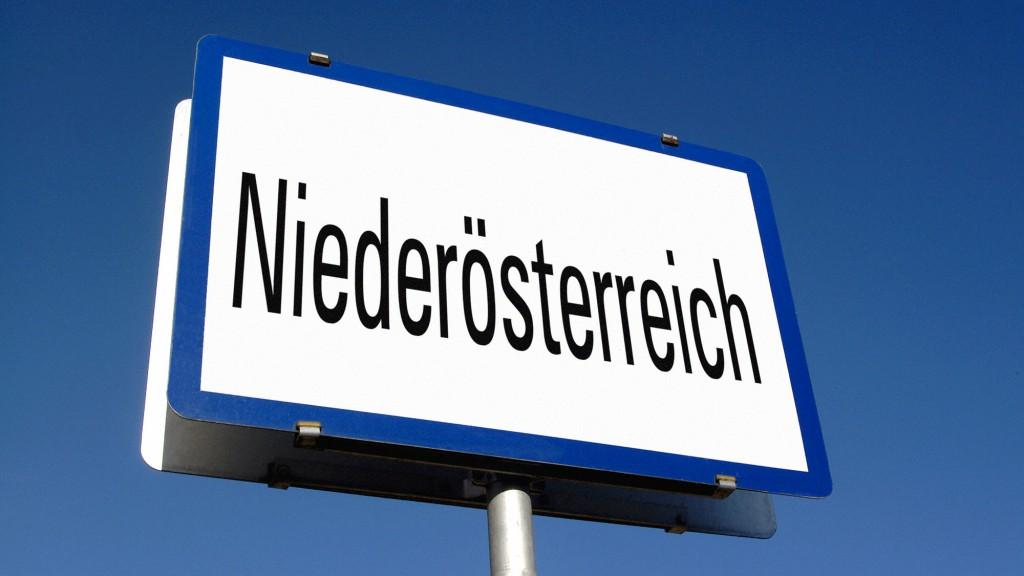 Ortschild mit Aufdruck Niederösterreich