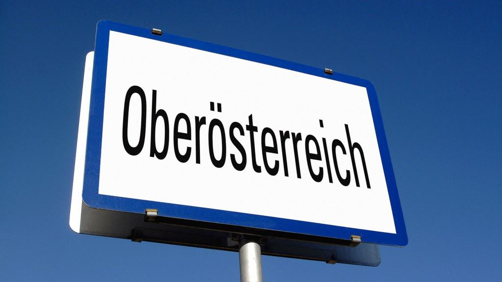 Ortschild mit Aufdruck Oberösterreich