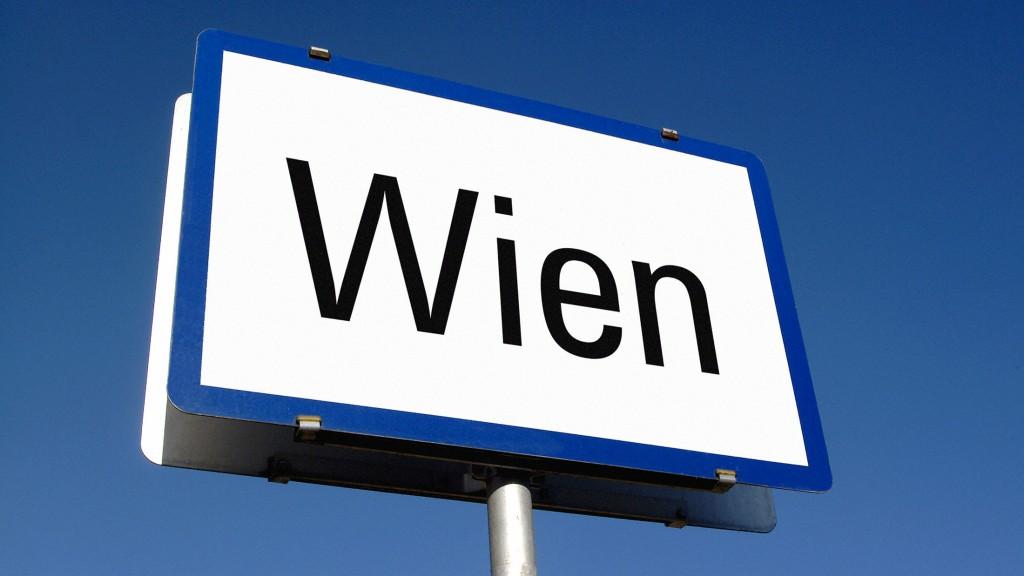 Ortschild mit Aufdruck Wien