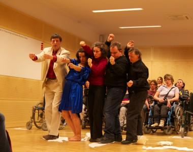 Tanzperformance von Tanzmontage beim BIZEPS-Kongress 2013