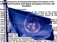 UNO-Flagge mit angedeutetem Gesetzestext