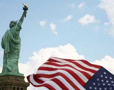 USA-Flagge und Freiheitsstatue