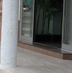 Stufe beim Eingang WOK House
