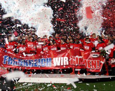 Konfettijubel des österreischischen Fußballnationalteams über den Einzug in die Fußball-Europameisterschaft 2016.