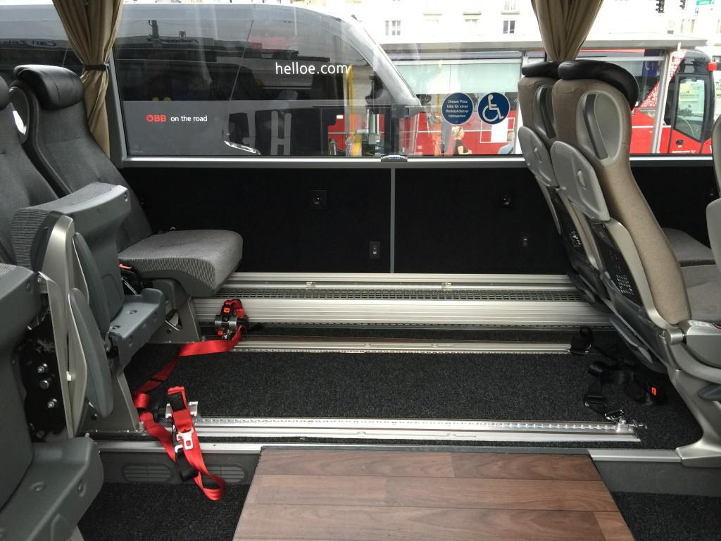 Rollstuhlplatz im Bus der Firma Hellö