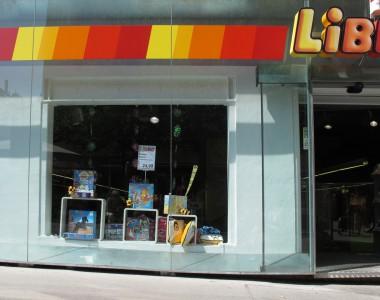 Wiener Geschäft (Libro) mit Stufe beim Eingang