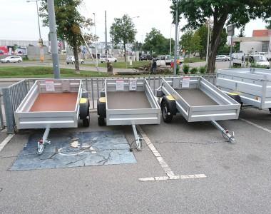 Mit Anhängern verpackter Behindertenparkplatz