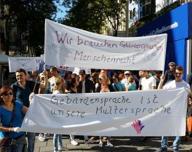 Demo in Wien am 30.9.2016 für Gebärdensprache anlässlich der International Week of the Deaf