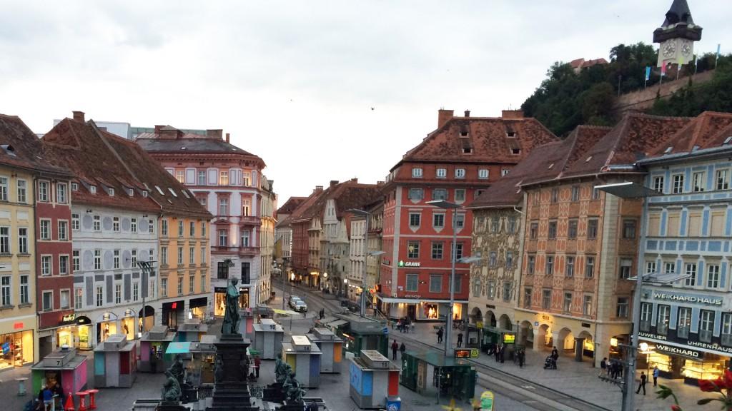 Graz mit Uhrturm im Hintergrund