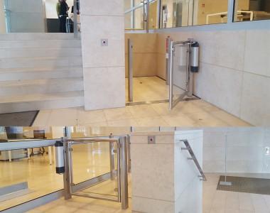 Ein zweigeteiltes Bild zeigt einen Lift in der EU-Kommission in Luxemburg. Er ist sehr schön in die restliche Architektur integriert.