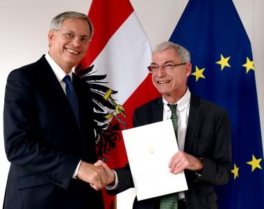 Alois Stöger ernennt Hansjörg Hofer zum Behindertenanwalt