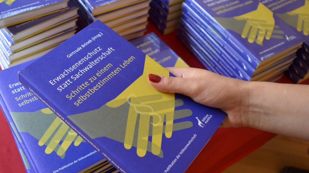 """Publikation """"Erwachsenenschutz statt Sachwalterschaft - Schritte zu einem selbstbestimmten Leben"""""""