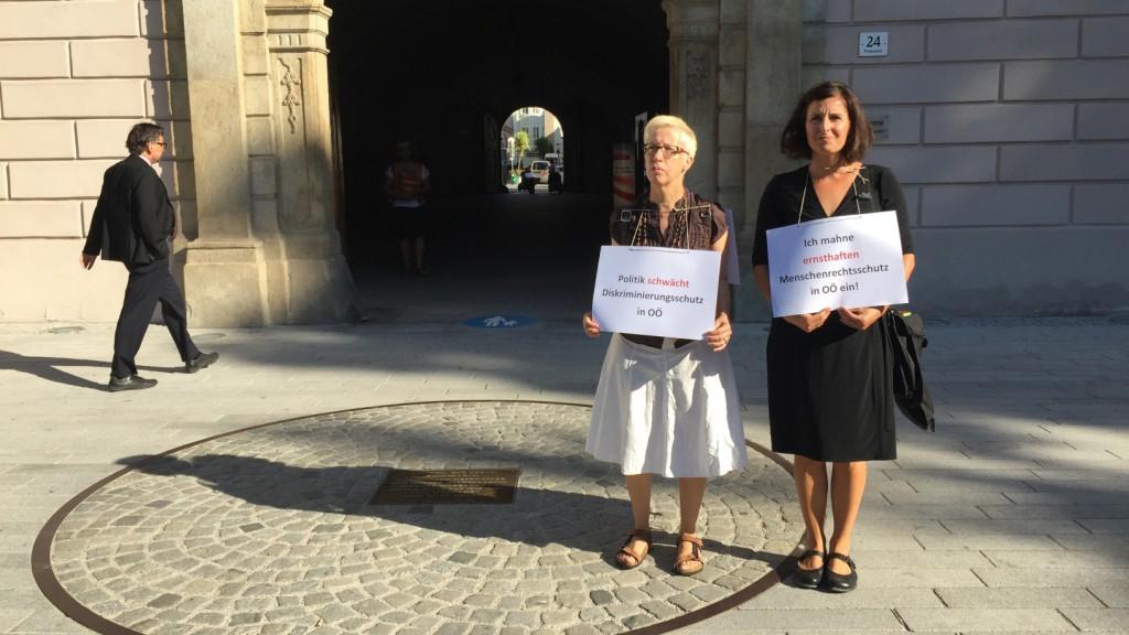 Stille Mahnwache gegen Beschlussfassung der Oö. Antidiskriminierungsgesetz-Novelle 2017