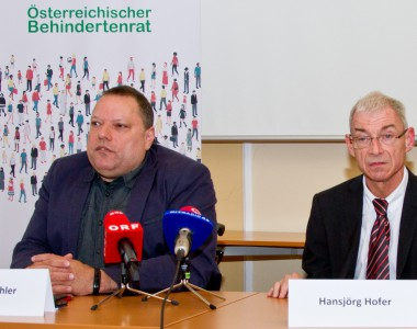 Behindertenrat-Präsident Herbert Pichler und Behindertenanwalt Hansjörg Hofer bei der Präsentation der gemeinsamen Forderungen