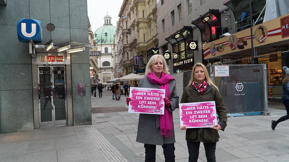 NEOS demonstriert bei der Schlusssteinaktion Stephansplatz