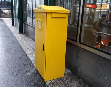 Neuer Postkasten mit Einwurfhöhe von knapp 150 cm
