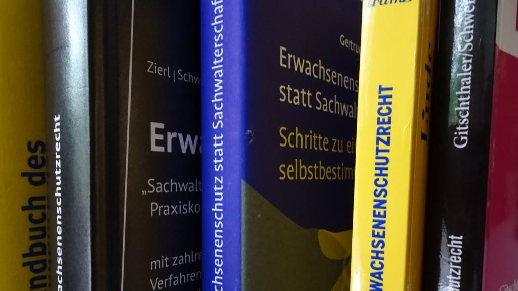 Verschiede Bücher zum Erwachsenenschutzgesetz