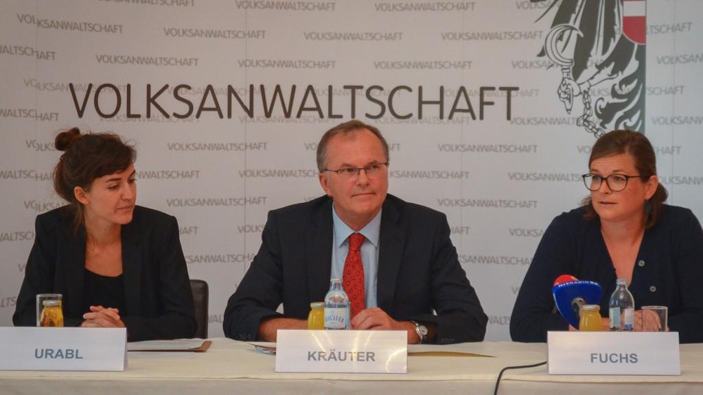 Sexualpädagogin Michaela Urabl, Volksanwalt Günther Kräuter und Geschäftsführerin Heidi Fuchs, Verein