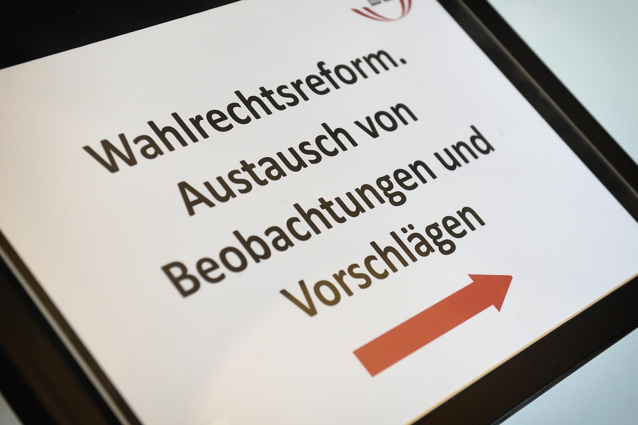 Hinweistafel zur Veranstaltung: Wahlrechtsreform. Austausch von Beobachtungen und Vorschlägen / Parlament: 13. September 2018