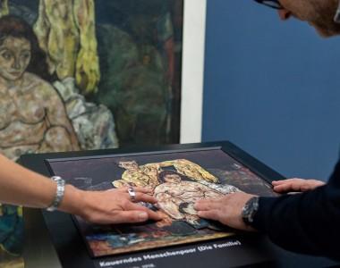 Egon Schiele. Tastrelief zum Gemälde Die Familie