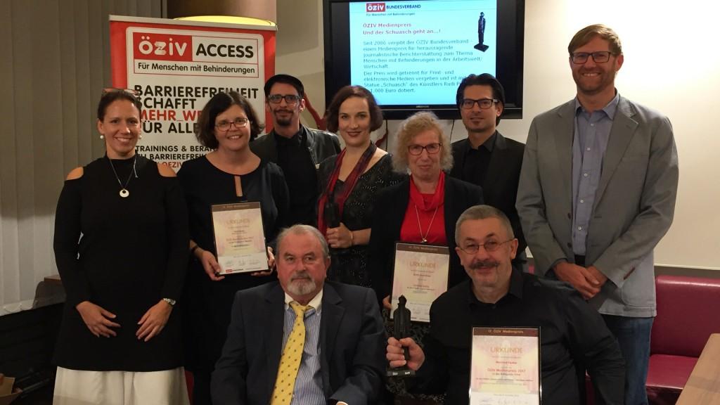 Gruppenbild Jury und PreisträgerInnen