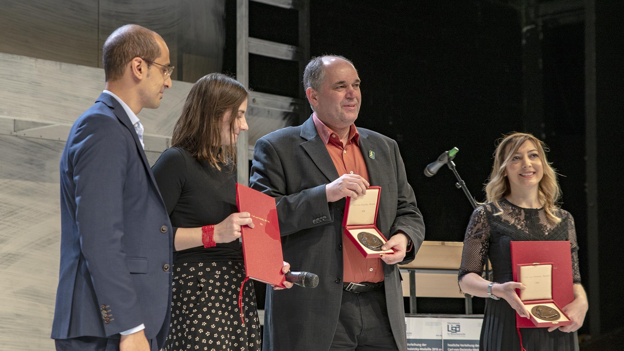 Ottmar Miles-Paul und Leyla Imrit erhalten die Carl-von-Ossietzky-Medaille 2018