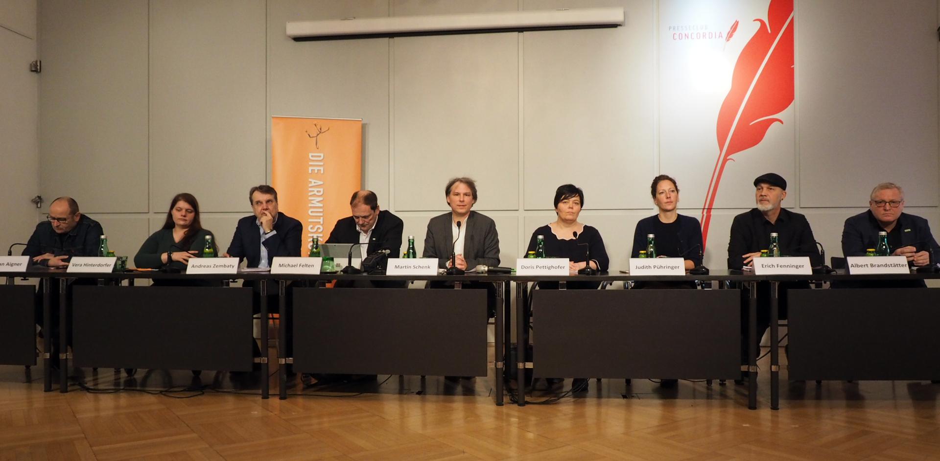 Podium bei der Pressekonferenz der Armutskonferenz zu Sozialhilfe-Grundsatzgesetz