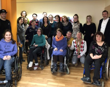 17 Studentinnen und Studenten des Lehrganges Akademische Peer-Beraterin/Akademischer Peer-Berater bei BIZEPS