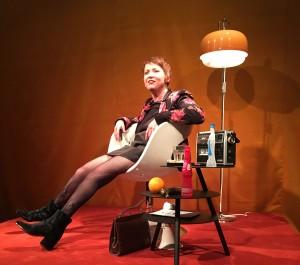 Elisabeth Löffler auf der Bühne beim Stück: Fix me if you can